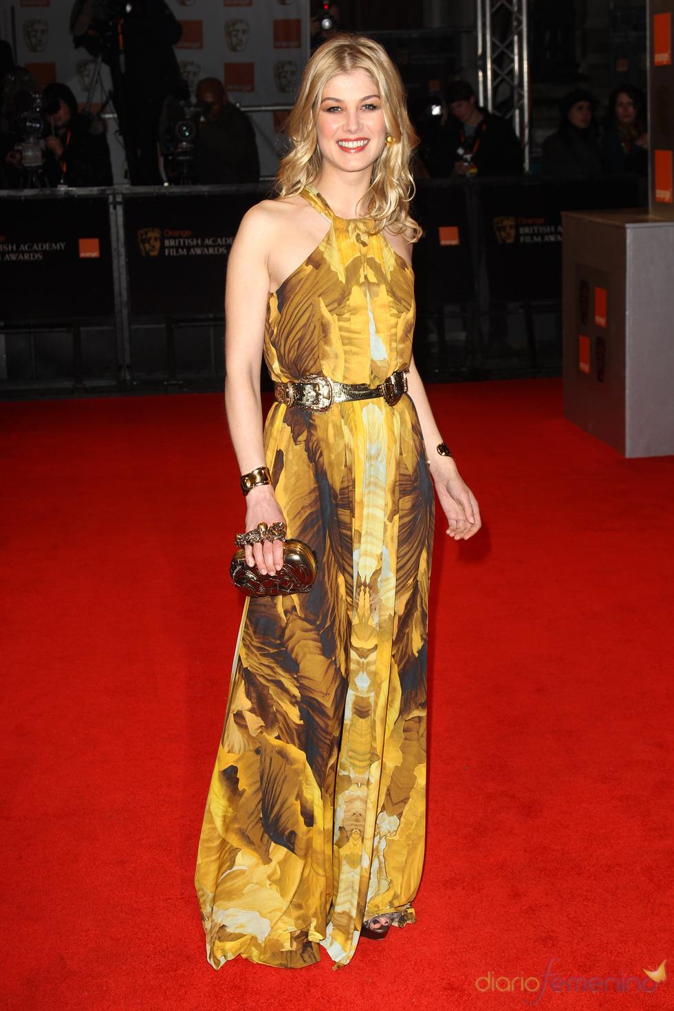 Rosamund Pike en la alfombra roja de los Bafta 2011