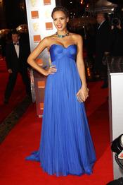 Jessica Alba en la alfombra roja de los Bafta 2011