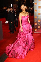Thandie Newton en la alfombra roja de los Bafta 2011