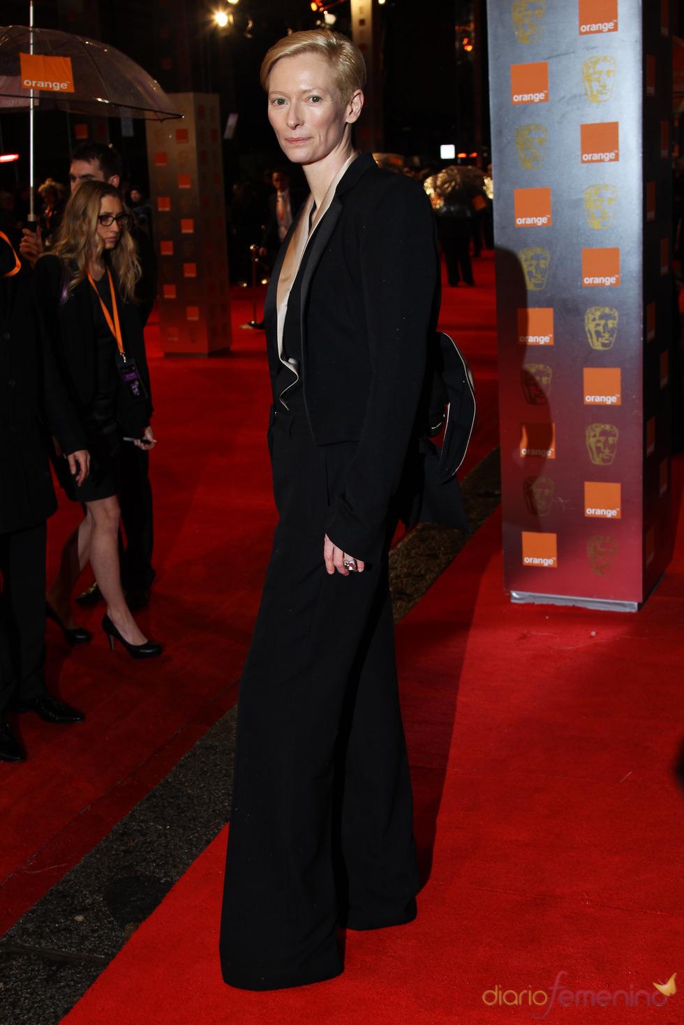 Tilda Swinton en la alfombra roja de los Bafta 2011