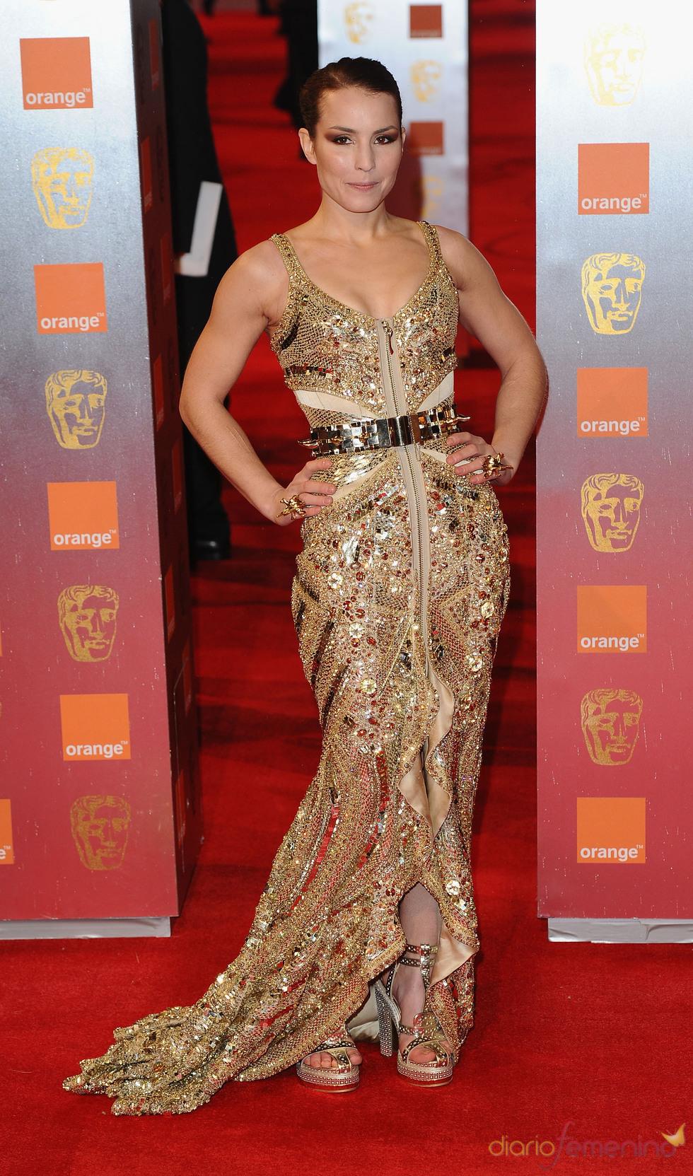 Noomi Rapace en la alfombra roja de los Bafta 2011