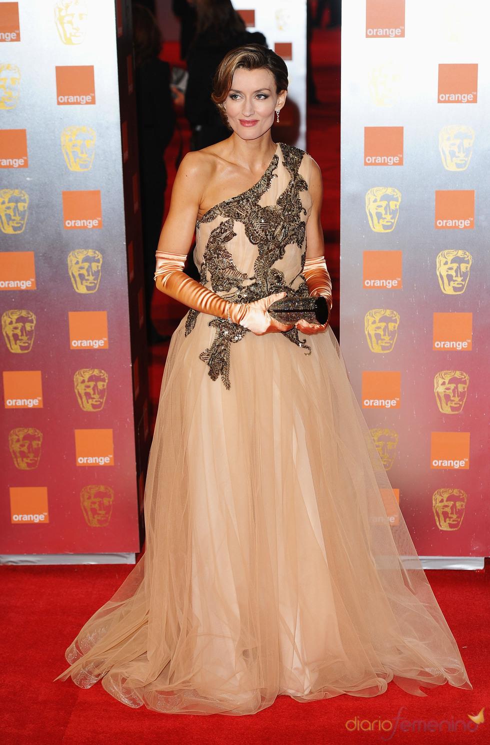 Natascha McElhone en la alfombra roja de los Bafta 2011