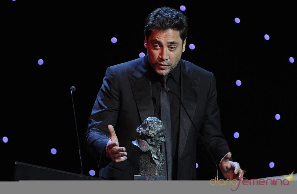 Javier Bardem dedica a Penélope Cruz y su hijo el Goya 2011