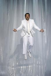 Andreu Buenafuente brilla de blanco en los Goya 2011
