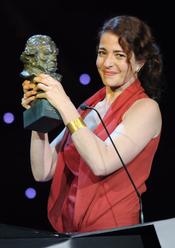 Nora Navas con su Goya 2011 a mejor actriz