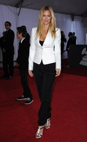 Bar Refaeli en los Grammy 2011