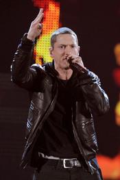 Eminem actuando durante la gala de los Grammy 2011