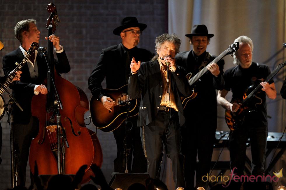 Bob Dylan durante su actuación en los Grammy 2011