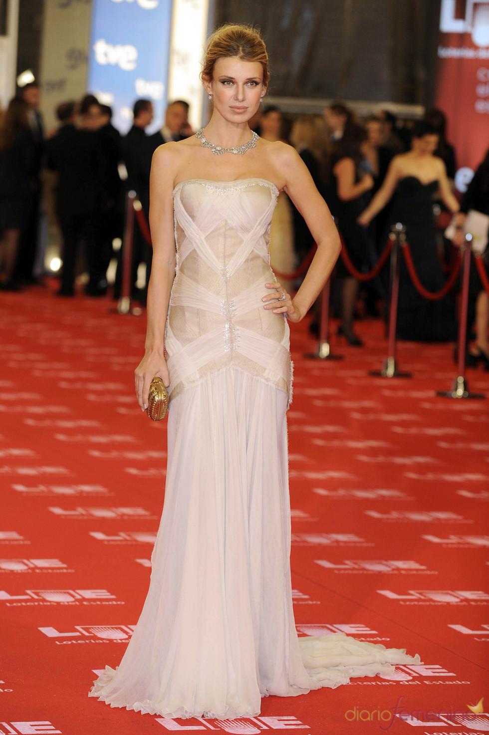 Natasha Yarovenko en la alfombra roja de los Goya 2011
