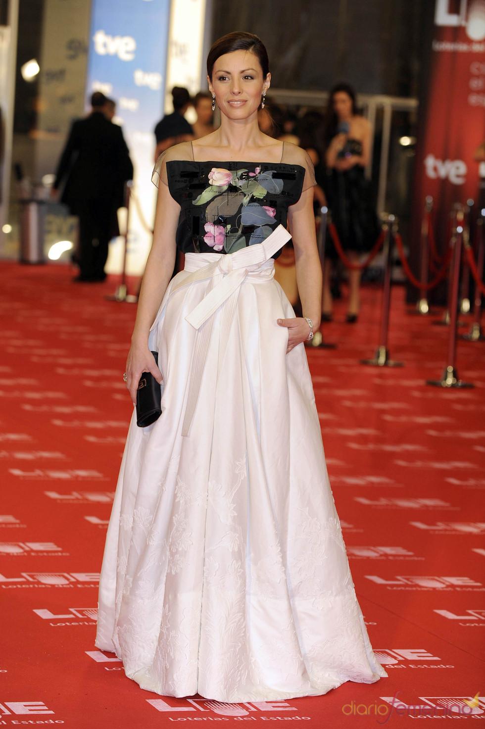La actriz Ana Álvarez en la alfombra roja de los Goya 2011
