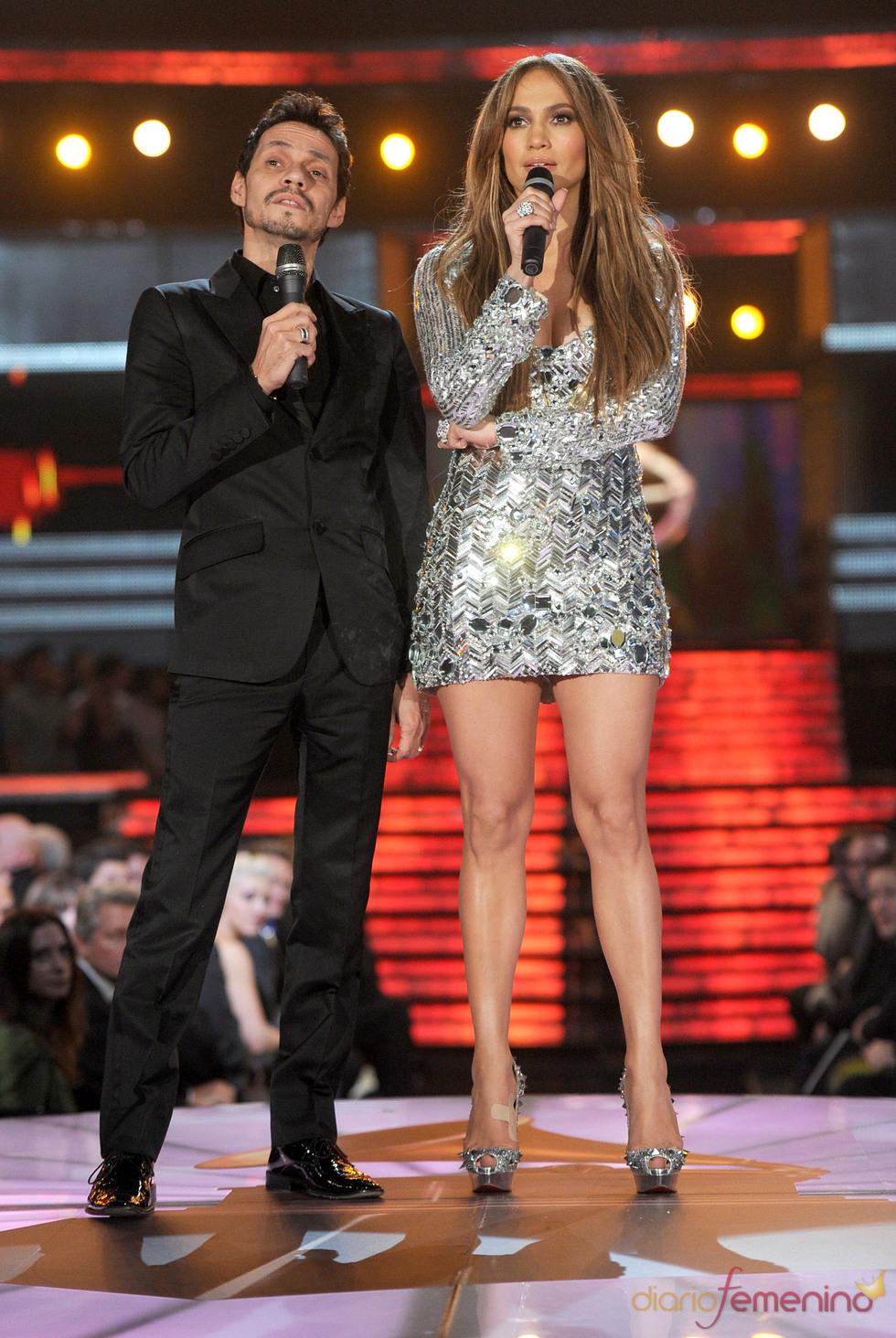 Jennifer López y Marc Anthony cantan en los Grammy 2011