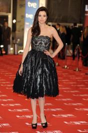 Dafne Fernández en la alfombra roja de los Goya 2011