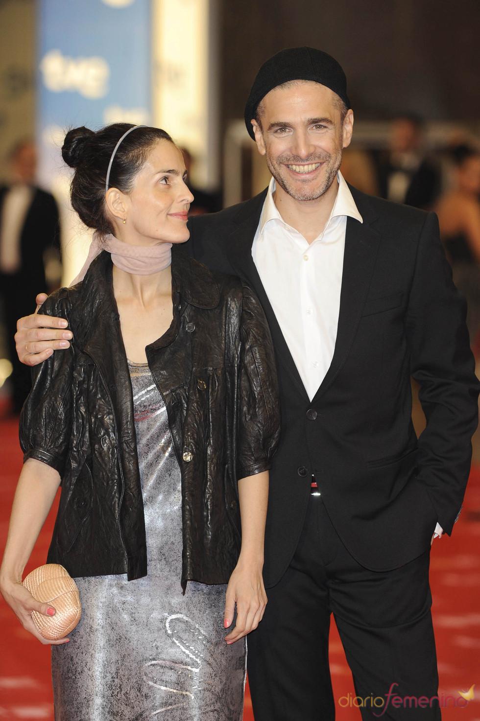 Leonardo Sbaraglia y su mujer en la alfombra roja de los Goya 2011