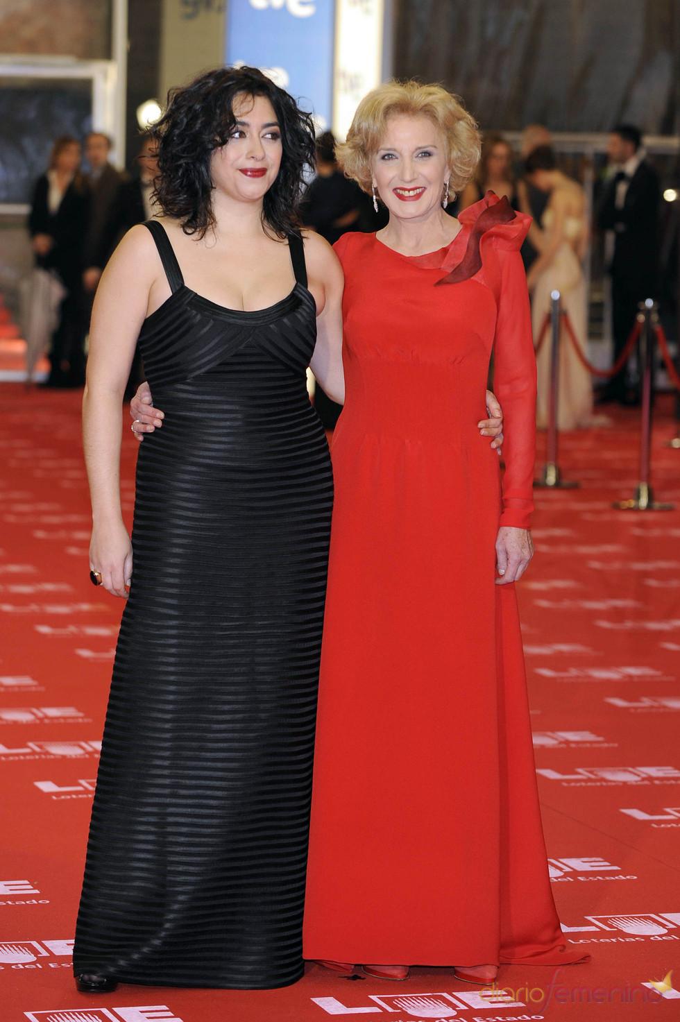 María Isasí y Marisa Paredes en los Goya 2011