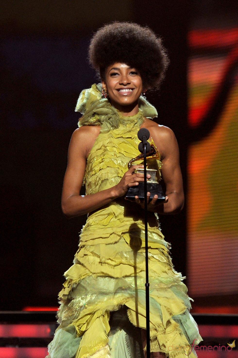 Esperanza Spalding recoge su premio en los Grammy 2011