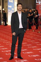 Hugo Silva en la alfombra roja de los Goya 2011