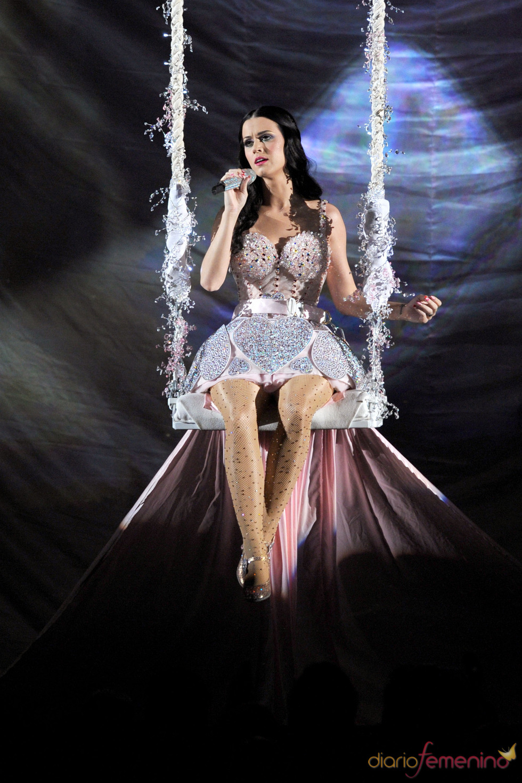 Katy Perry durante su actuación en los Grammy 2011