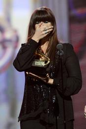 Hillary Scott recoge su premio en los Grammy 2011