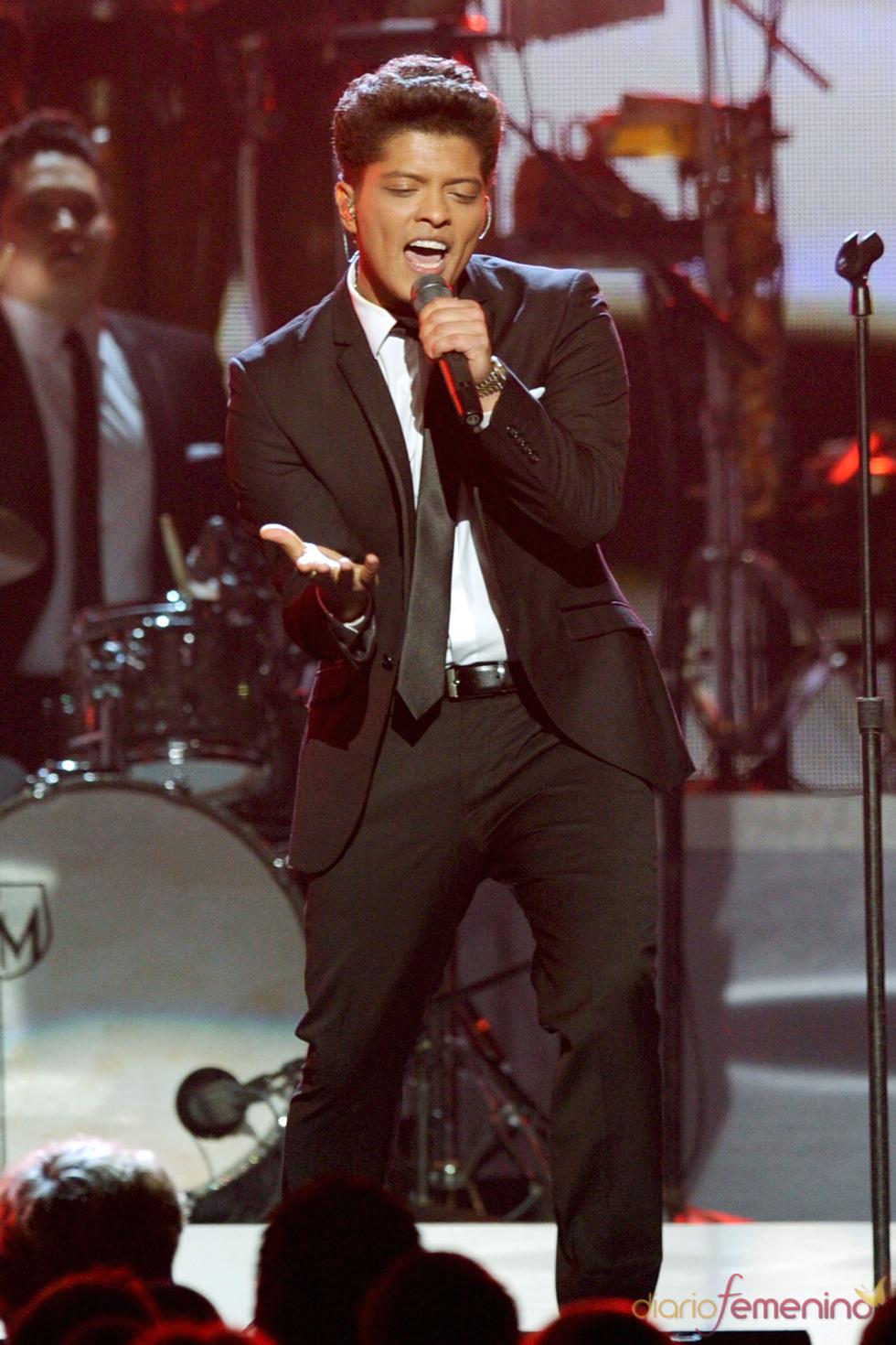 Bruno Mars en los Grammy 2011