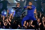 Justin Bieber y Usher bailando en los Grammy 2011