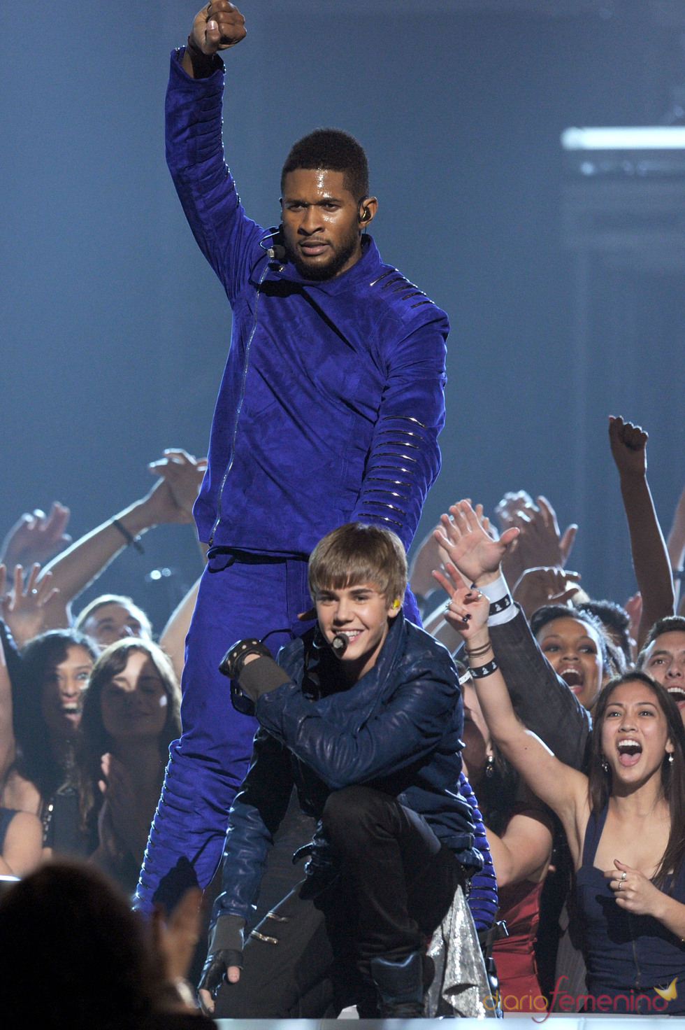 Justin Bieber y Usher en los Grammy 2011