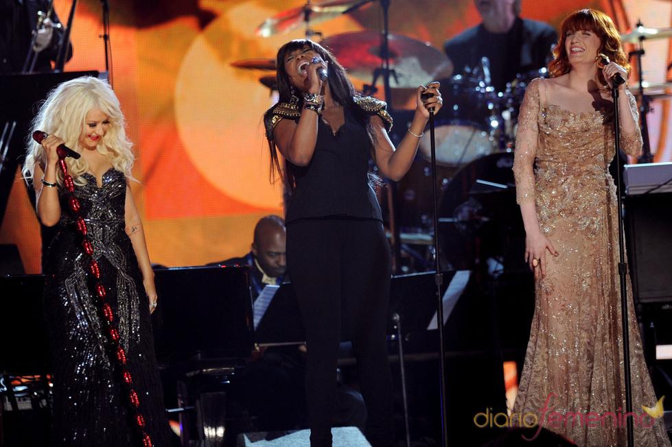 Florence Welch, Christina Aguilera y Jennifer Hudson en los Grammy 2011