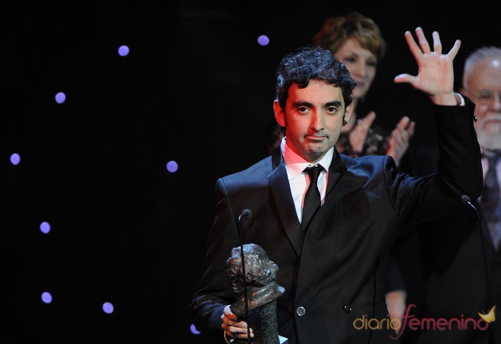 El director David Pinillos con su Goya 2011