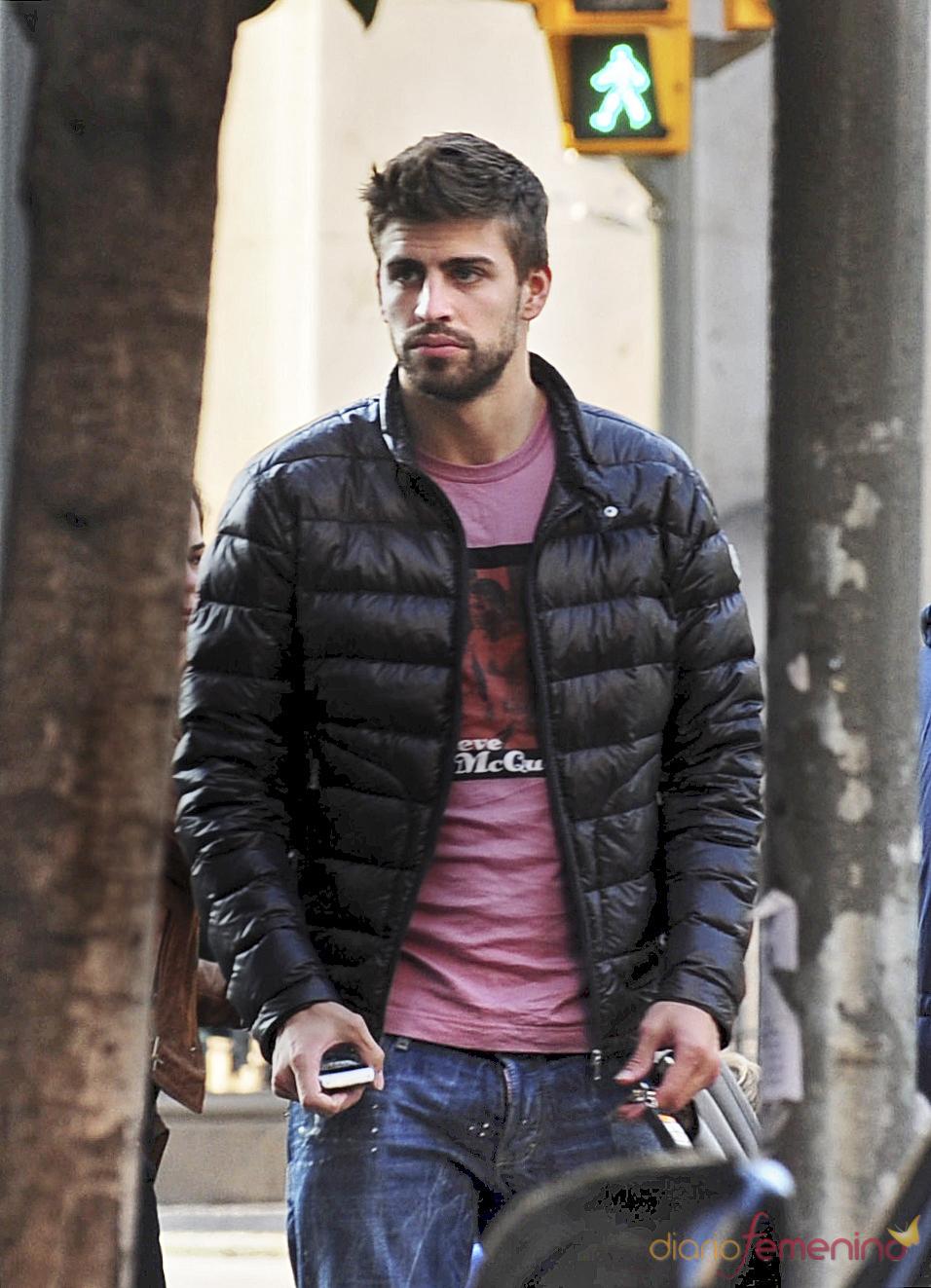 Gerard Piqué huye de los fotógrafos