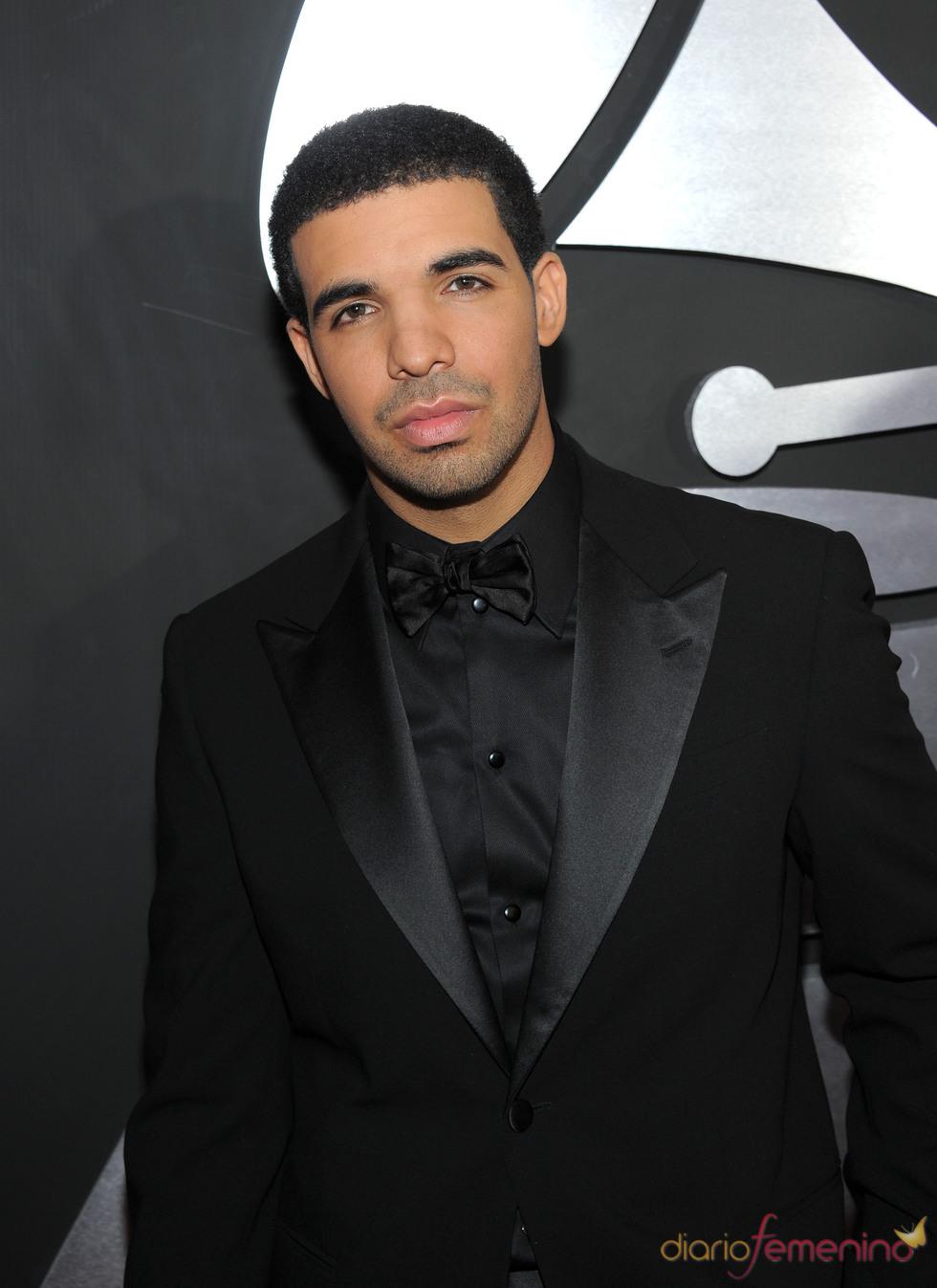 Drake en la alfombra roja de los Grammy 2011