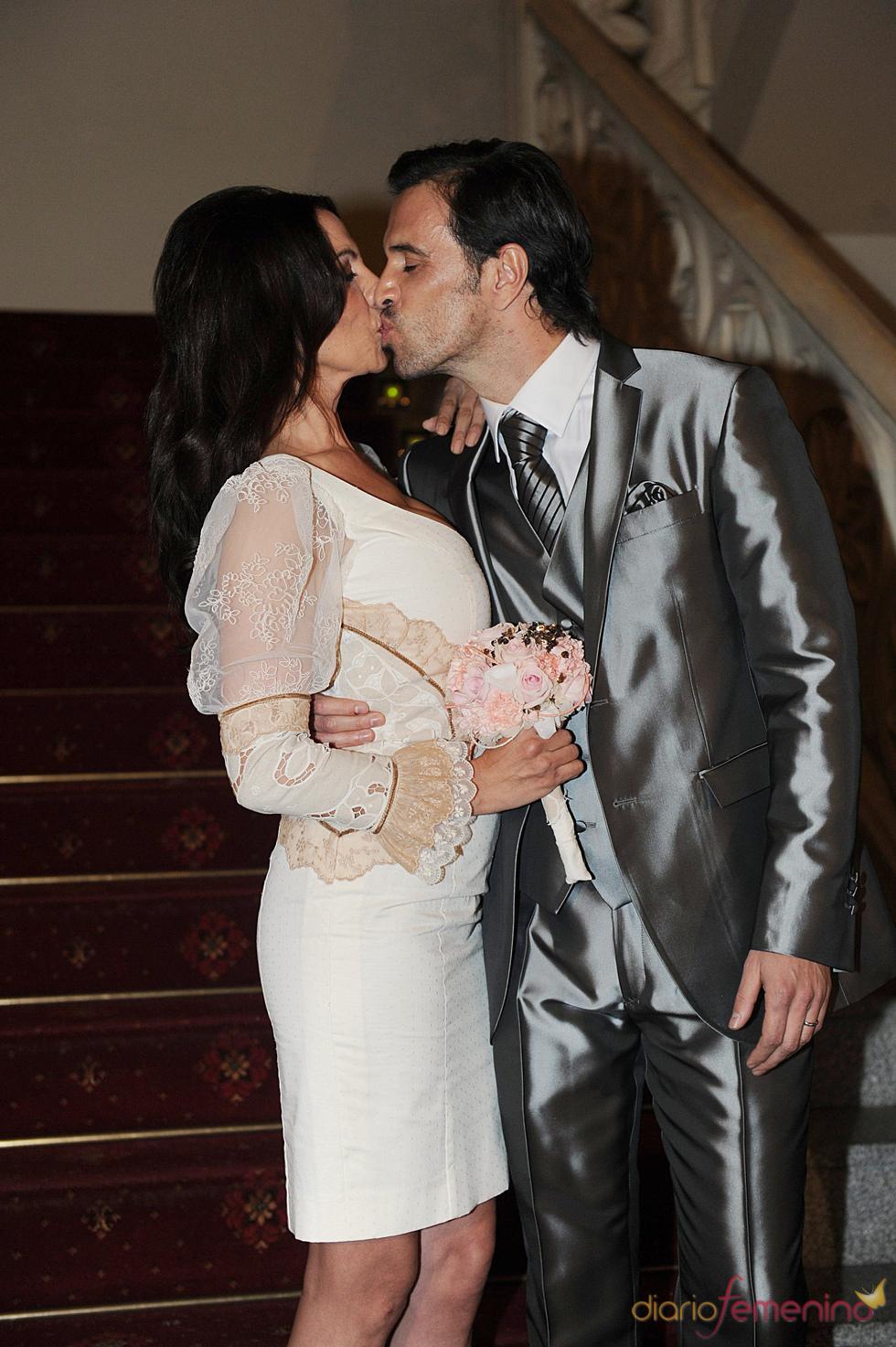 Beso de Toñi Salazar y Roberto Liaño