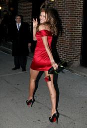 Irina Shayk, de rojo por San Valentín