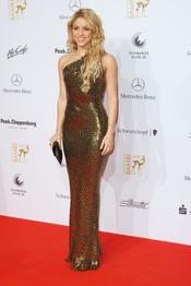 Shakira con un vestido dorado en los Bambi Awards 2010