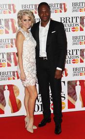 Taio Cruz y Kimberly Wyatt en los Brit Awards 2011