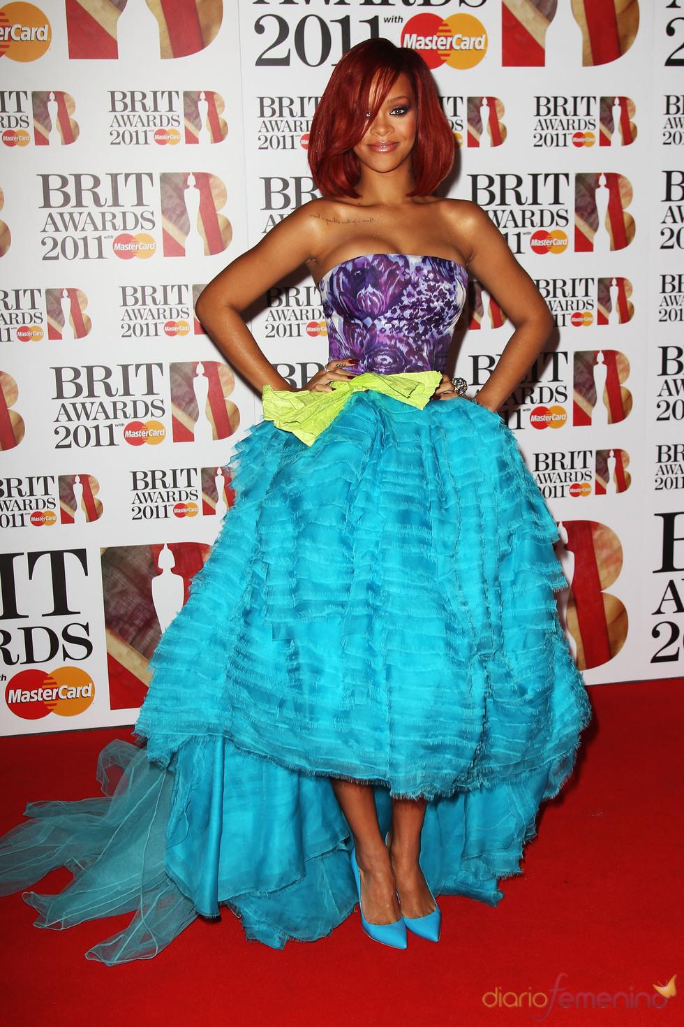 Rihanna en la alfombra roja de los Brit Awards 2011