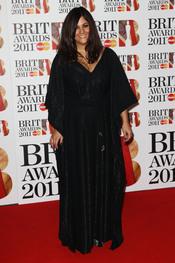 Rumer en la alfombra roja de los Brit Awards 2011