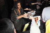 Irina Shayk firma autógrafos en Nueva York