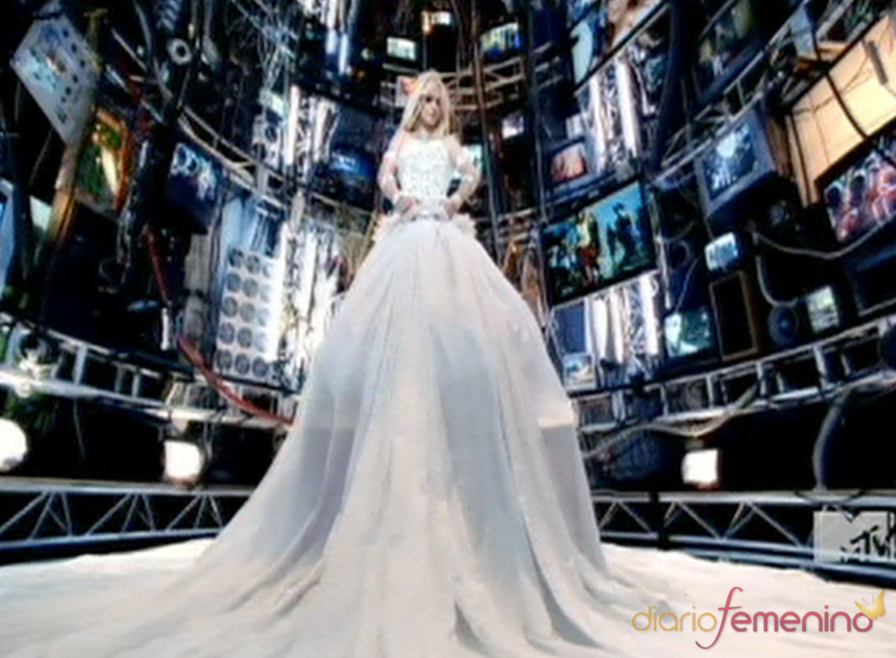Britney Spears, deslumbrante novia en 'Hold It Against Me'