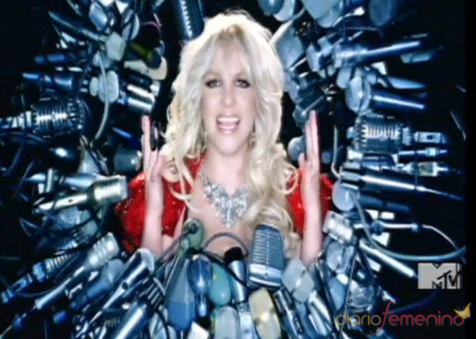 Britney Spears lucha con los medios en  'Hold It Against Me'