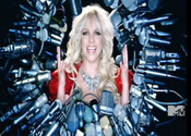 Britney Spears lucha con los medios en  'Hold It Against Me'