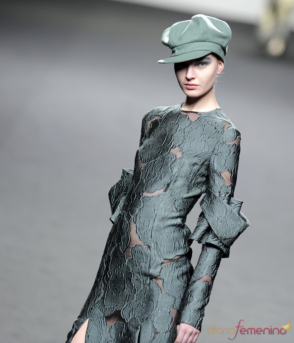 Vestido verde militar. Jesús del Pozo O/I 2011-12. Cibeles Madrid Fashion Week