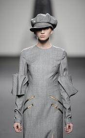 Vestido gris años 40. Jesús del Pozo O/I 2011-12. Cibeles Madrid Fashion Week