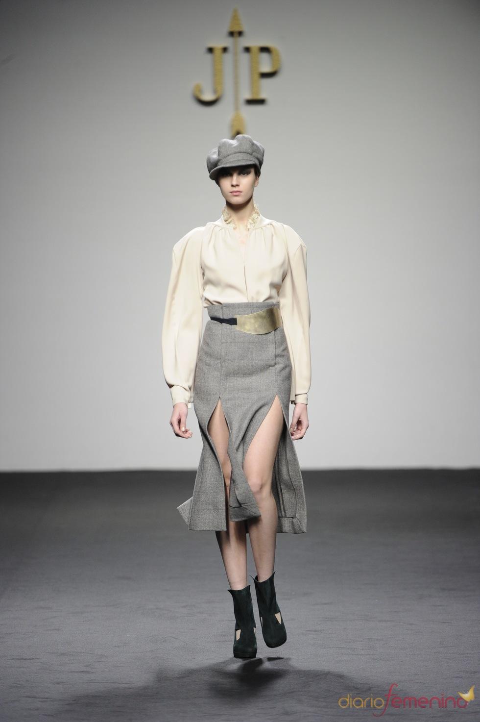 Falda talle alto. Jesús del Pozo O/I 2011-12. Cibeles Madrid Fashion Week