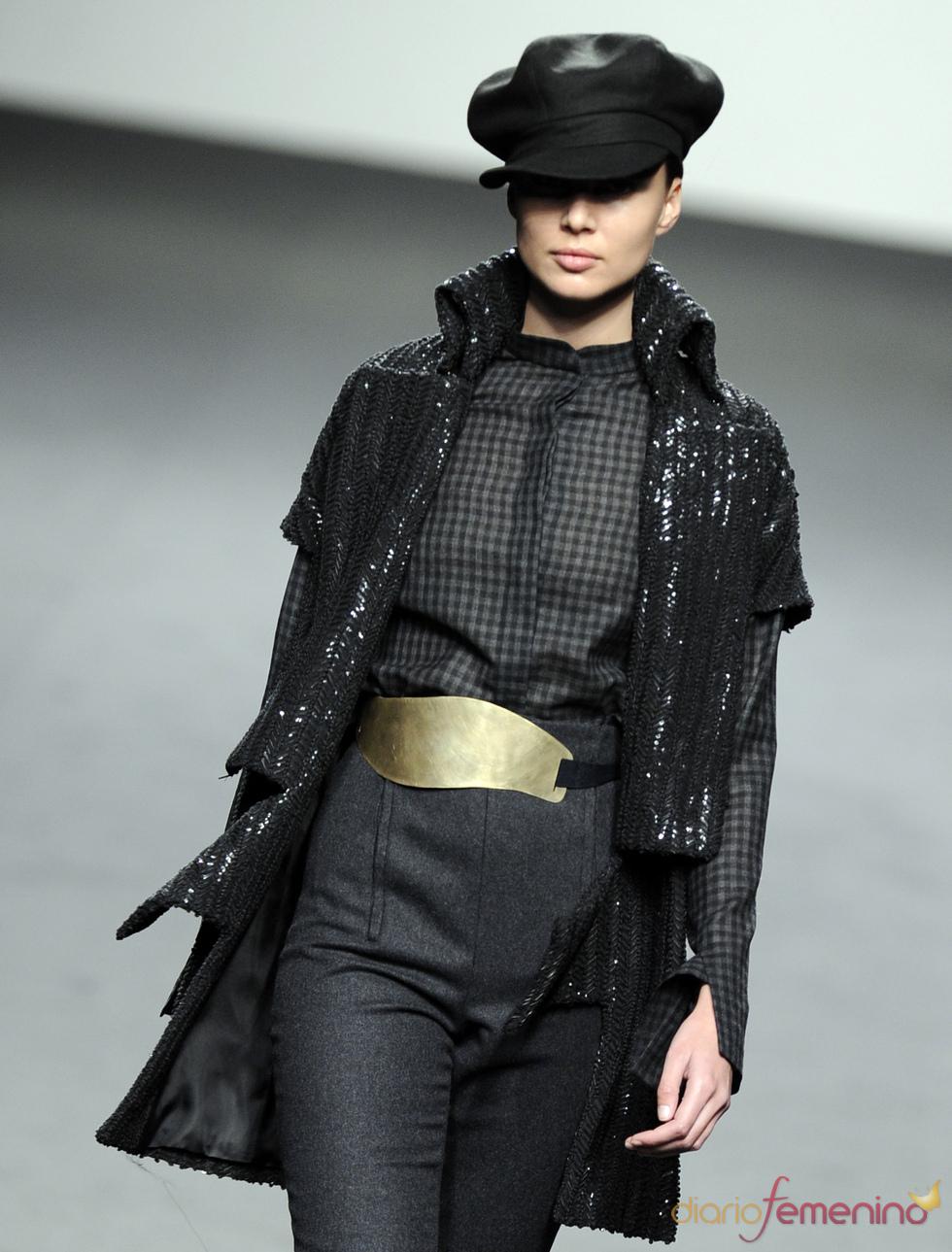 Tonos grises y negros. Jesús del Pozo O/I 2011-12. Cibeles Madrid Fashion Week