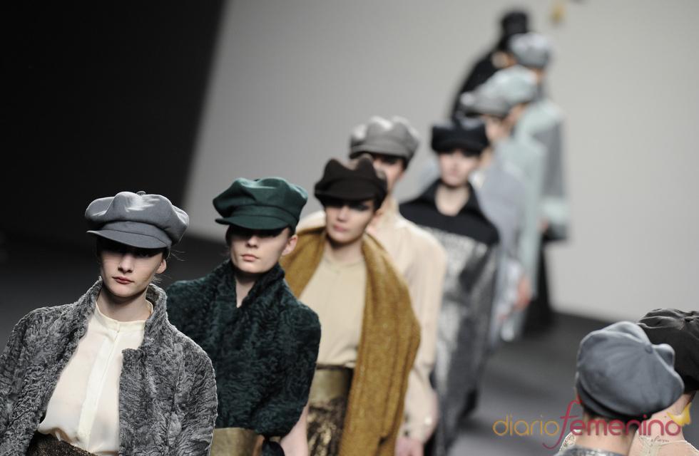 Carrusel final Jesús del Pozo O/I 2011-12. Cibeles Madrid Fashion Week