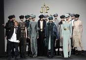Jesús del Pozo con sus modelos. Cibeles Madrid Fashion Week 2011-12