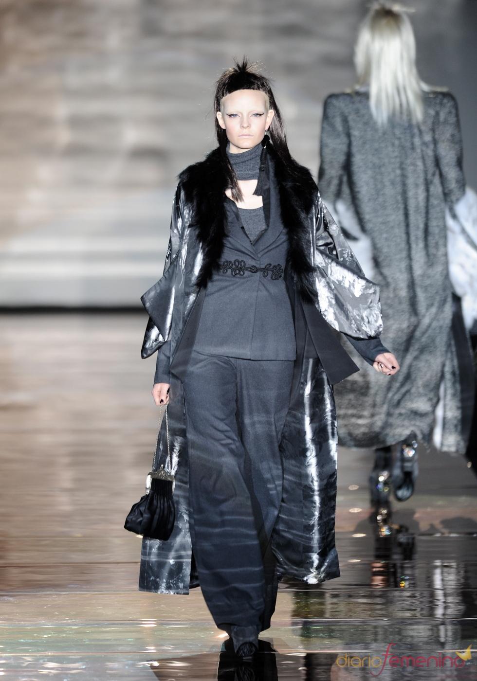 Vestido gris. Roberto Verino. Cibeles Madrid Fashion Week 2011