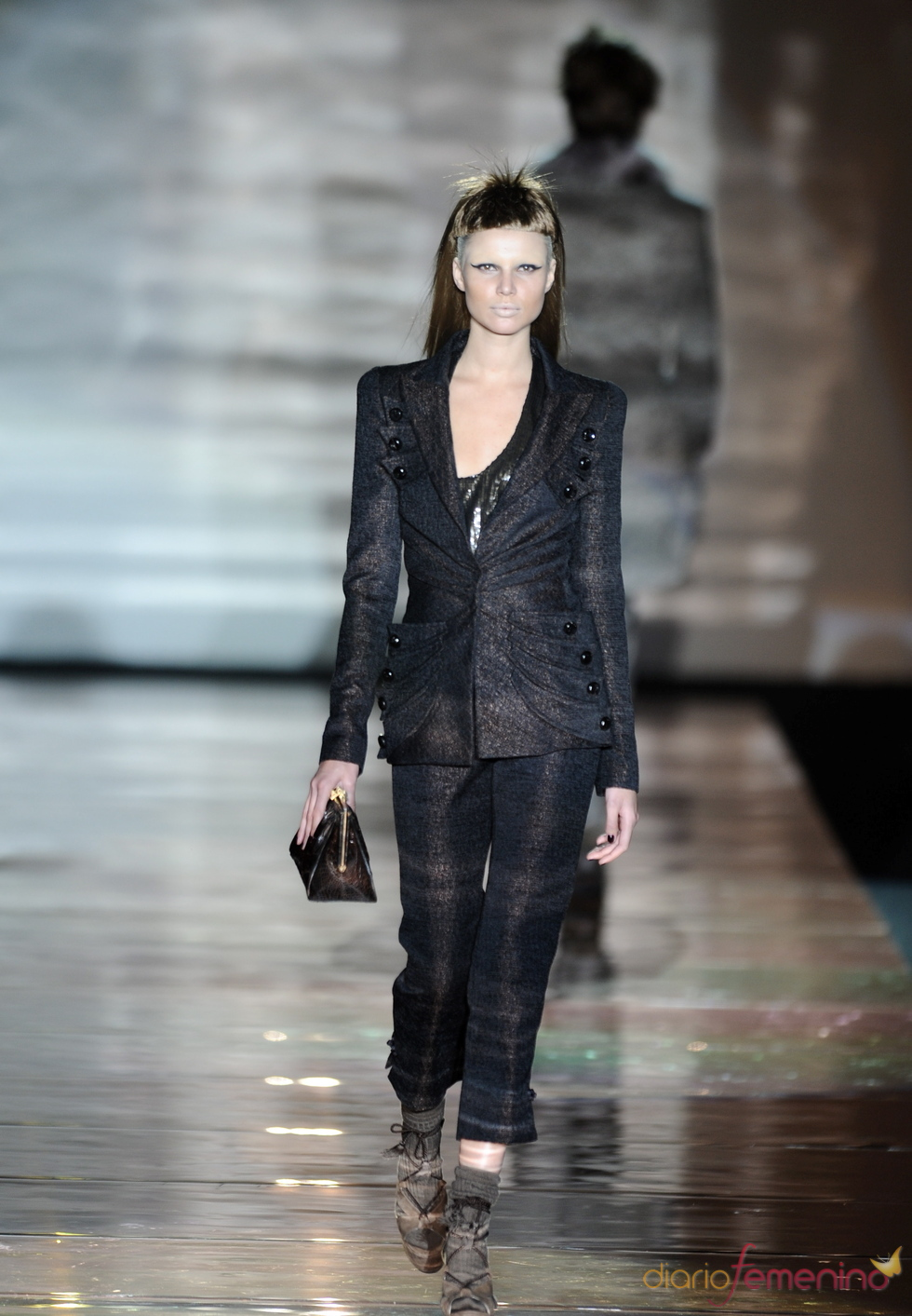 Traje negro. Roberto Verino. Cibeles Madrid Fashion Week 2011