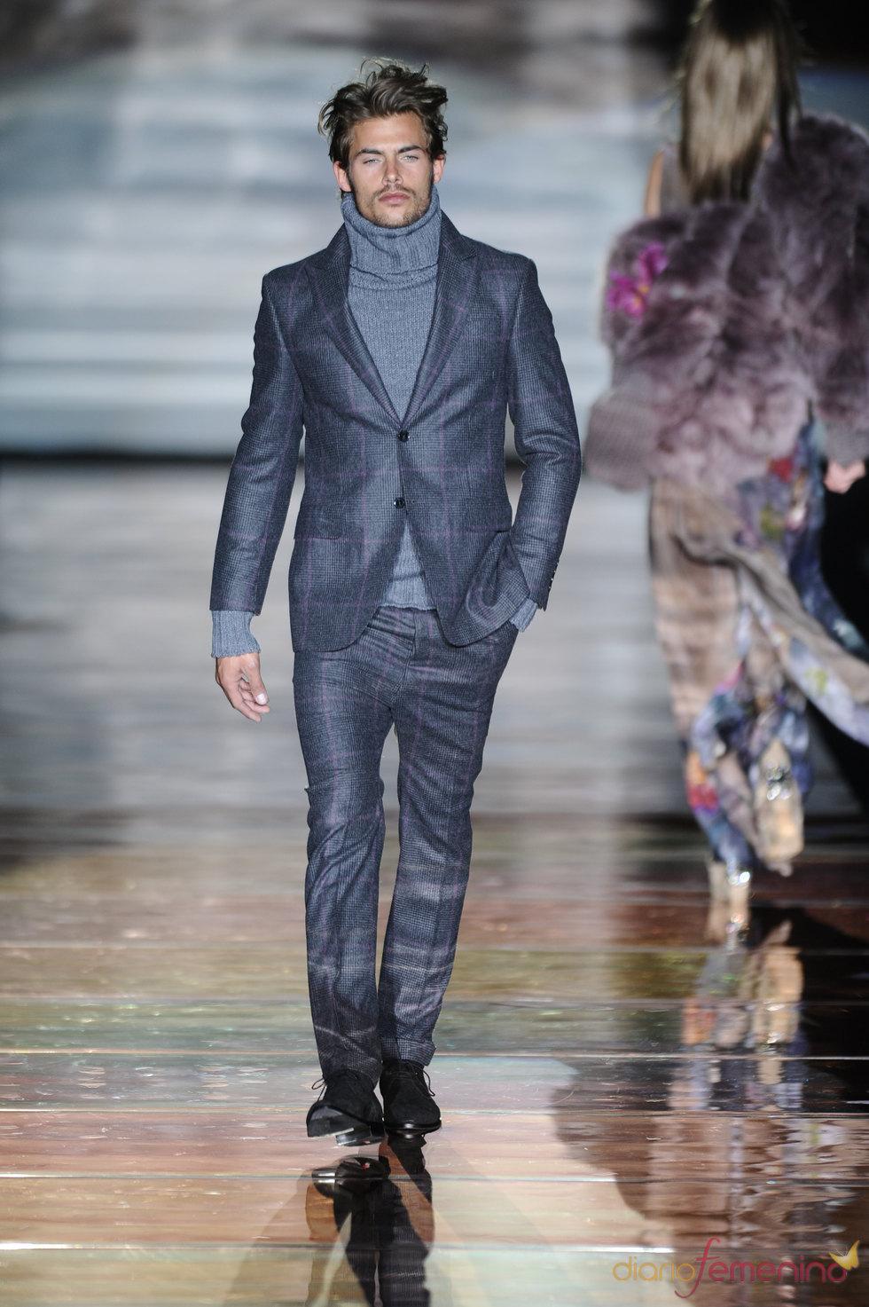 Traje azul para hombre. Roberto Verino. Cibeles Madrid Fashion Week 2011