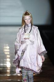 Conjunto malva estilo oriental. Roberto Verino. Cibeles Madrid Fashion Week 2011
