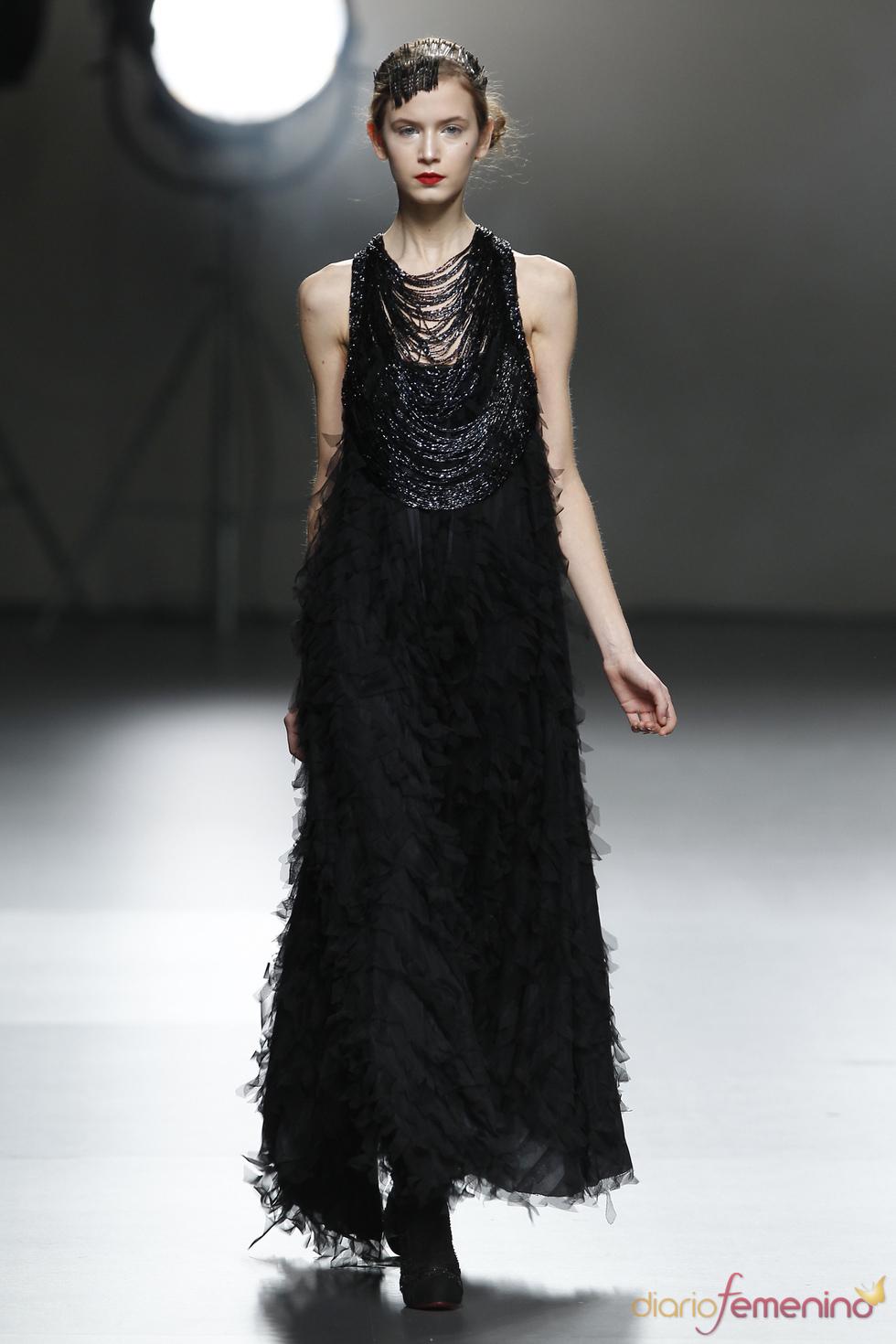 Vestido negro de Victorio & Lucchino en Cibeles 2011